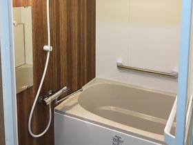 壁面パネルでお手入れ楽ラク♪いつでも清潔なバスルーム