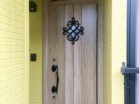 断熱仕様にする事で暖かくなった玄関ドア