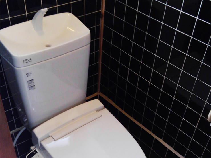 トイレと手洗い器の一体型で広くなったトイレスペース