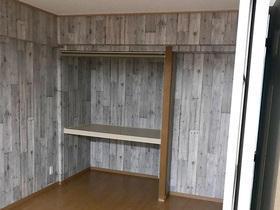 LDKの一部としながらも、間仕切り壁で独立した使い方もできる洋室