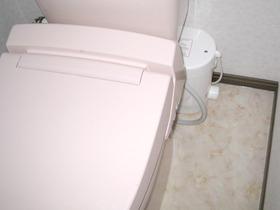 階段をモデルチェンジ&収納スペースにトイレを新設