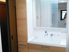 間仕切り壁をなくして広く快適な洗面スペースに