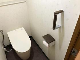 タンクレスでスッキリ!シックな雰囲気のトイレ