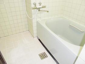 保温性のあるタイルで冬場も快適なバスルーム
