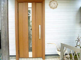 木目の風合いを残した最新の機能性ドア