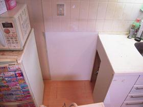 天板をなくして空間を確保。お好みのサイズの洗濯機も置けるスペースに