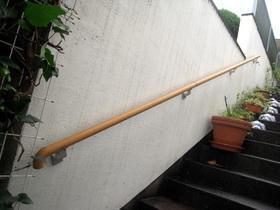 階段の上り下りが楽になり安心できる手すり