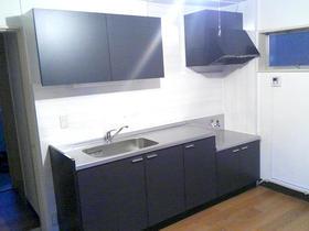 シンプルでスタイリッシュなデザインのキッチン