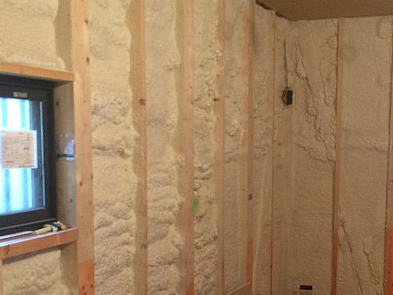 吹付け式の断熱材で増築部分を省エネ住宅に