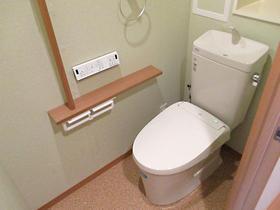 お掃除がしやすく汚れも目立ちにくいトイレ