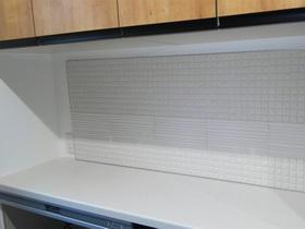 炊飯器やポット水蒸気も安心!機能・デザイン性に優れたエコカラットパネル