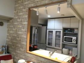 明るく開放的なキッチン空間