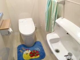 パネル材を使用し、お掃除がしやすいトイレ空間